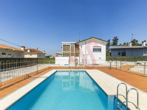 Moradia T4+1 com piscina para Arrendamento, em Lordelo, Guimarães.