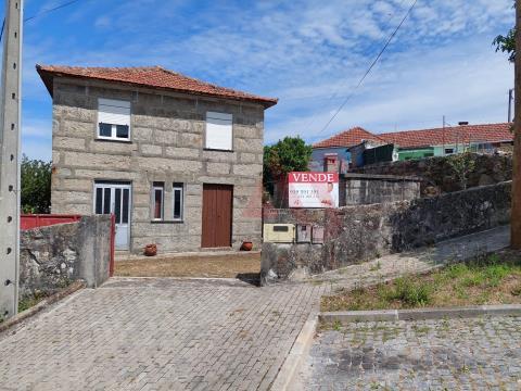 Moradia T2 para Restauro em Rebordões, Santo Tirso