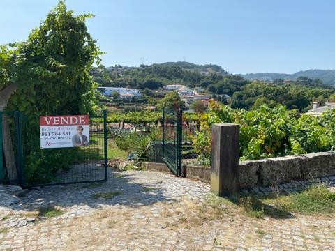 Terreno com 1.448m2 com capacidade para construção em Lordelo, Guimarães