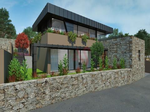 Moradia T3 para Restauro com Projeto Aprovado em Lordelo, Guimarães