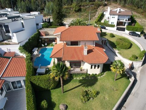 Moradia T4+1 com piscina Selho S Jorge, Guimarães