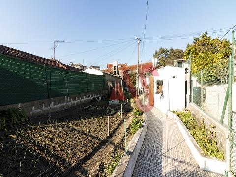 Moradia T2 para remodelar em Lordelo, Guimarães
