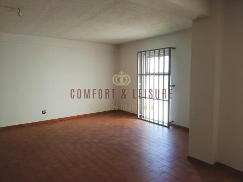 Espaço comercial com 80 m² no Bombarral