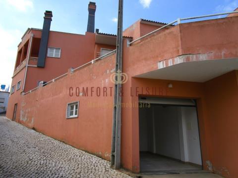Villa de 5 chambres avec 298 m2 de construction à Pêro Moniz près de Bombarral