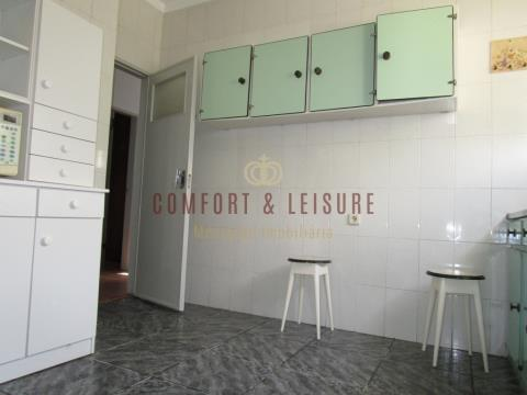 Moradia bi familiar com dois apartamentos + um anexo com total de 7 quartos