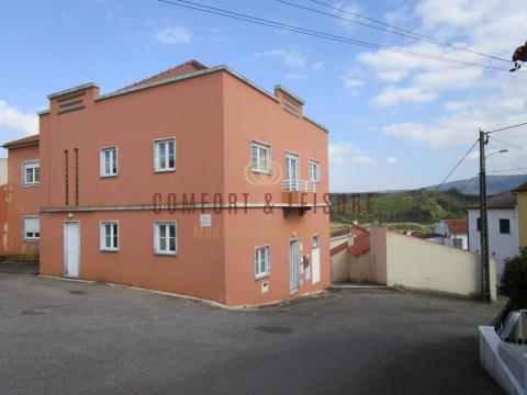5 bedroom house with 298 sqm of construction in Pêro Moniz near Bombarral