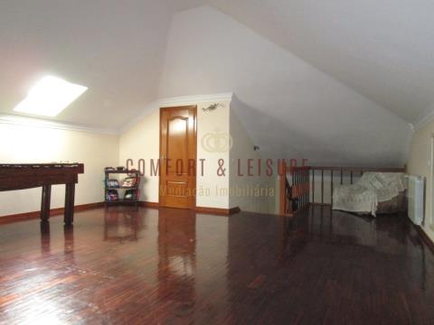 Maison individuelle T4 + 1 proche de Santo Estêvão