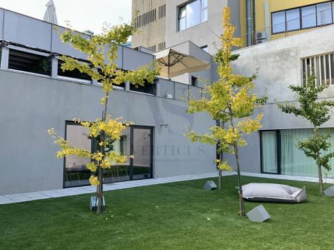 Prédio com 11 apartamentos de alojamento Local (novos) na Baixa do Porto