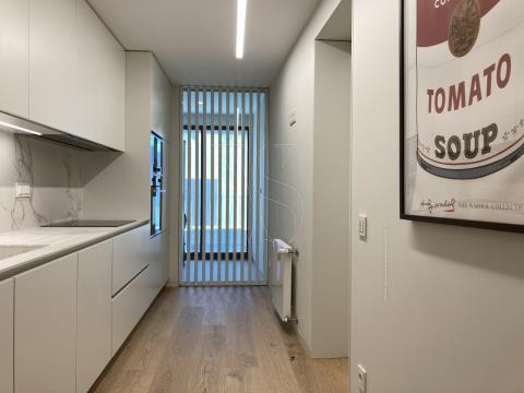 Apartamento T3 Foz do Douro - 143 m2 + Varanda, c/ 2 Lug. garagem (M T311)