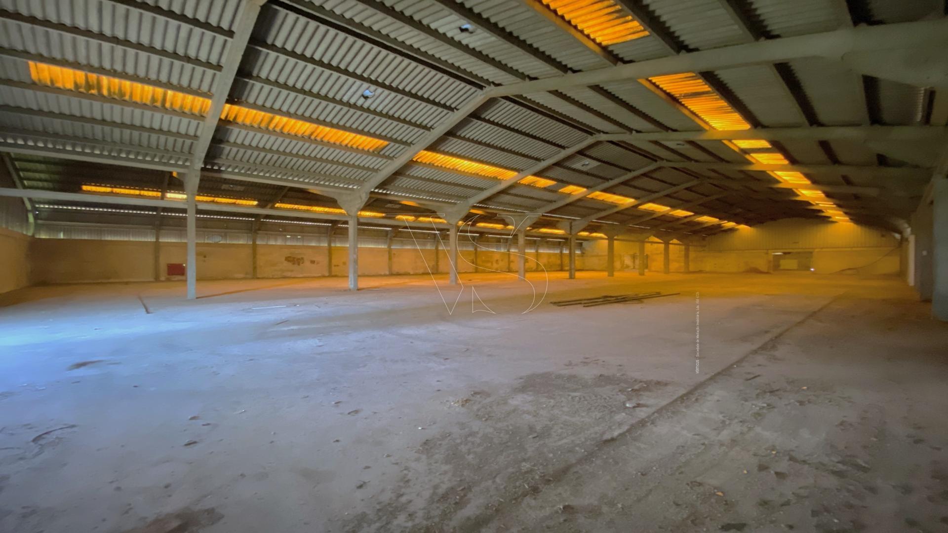 Unidade Industrial c/ 6159 m2, implantados num terreno de 15916 m2 em Gondomar