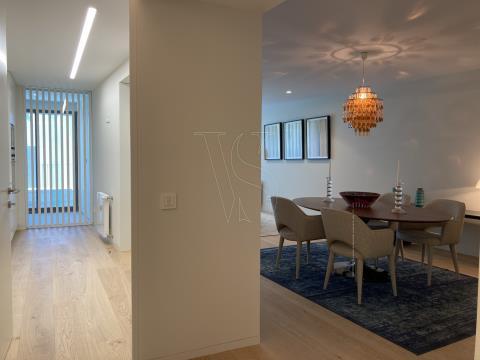 Apartamento T3 Foz do Douro - 136 m2 + Varanda + Terraço 168 m2, c/ 2 Lug. garagem (M T302)
