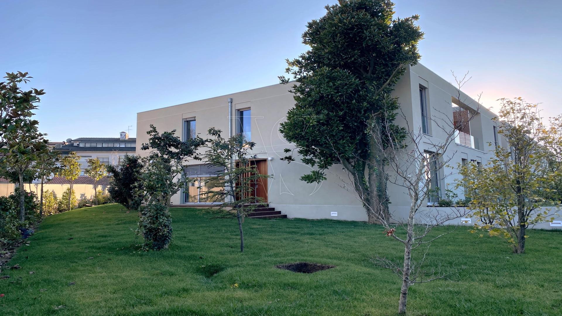 Moradia em condomínio fechado, V4, ao colégio N.S. do Rosário