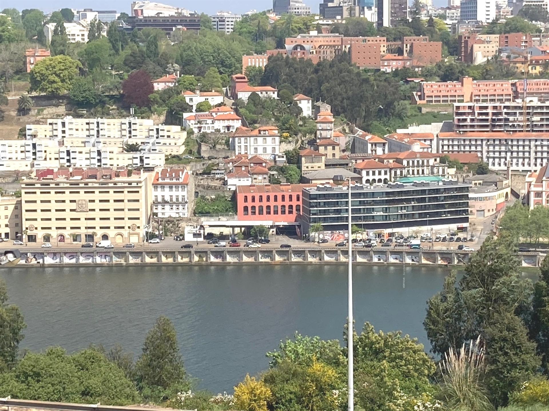 Apartamento T4 - Vistas Inalteráveis sobre o Rio Douro e a Cidade do Porto