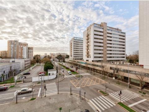 Appartement de 3 chambres. Comme Neuf - Av.do Bessa-Boavista
