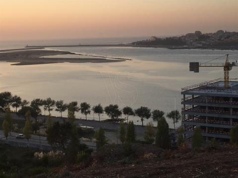 T3, condominium fermé, vue sur le fleuve Douro, Porto et la mer.