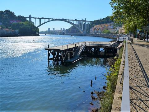 Excellent T2 Duplex with view over Douro River