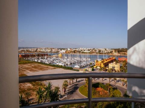 PRAIA DA ROCHA - T5 com vista deslumbrante para a Marina de Portimão e Rio Arade.