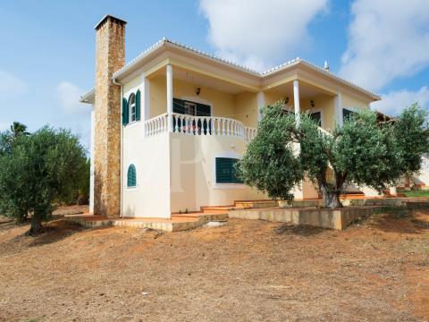 Excellent villa with large areas and countryside view
