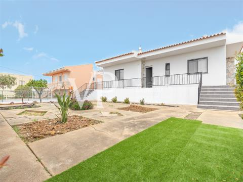 A lovely detached townhouse between Faro and Olhão.