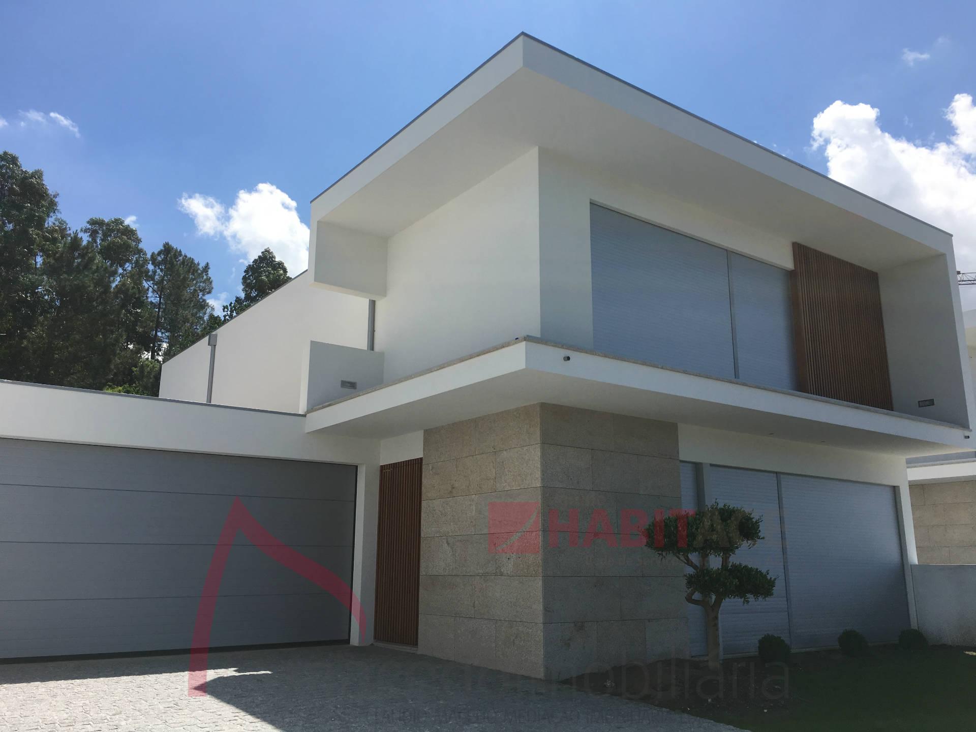 Moradia em Braga para venda, Oliveira (S.Pedro), 500m2 de terreno.