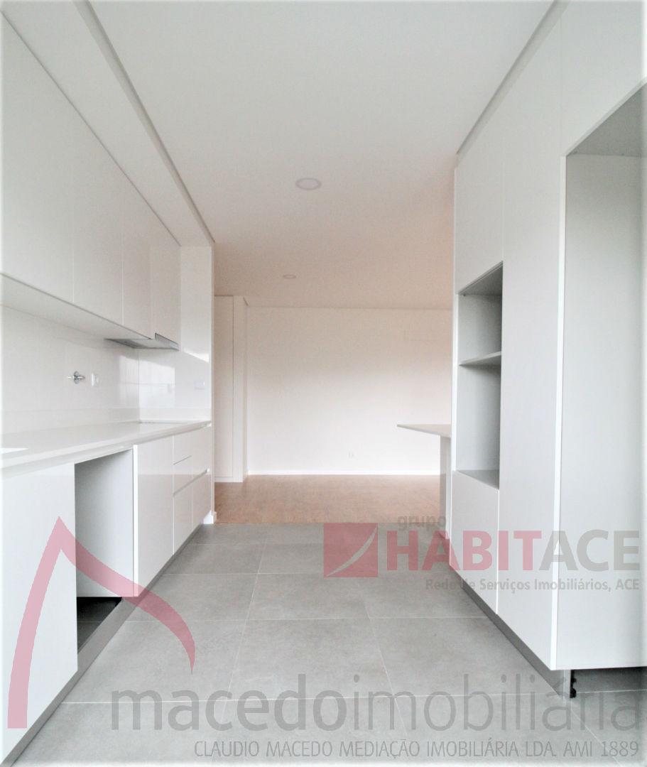 Apartamentos T3 novos.