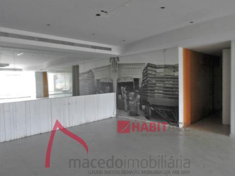 Loja para arrendamento com 100m2 em S. Vitor, próximo á Universidade do Minho