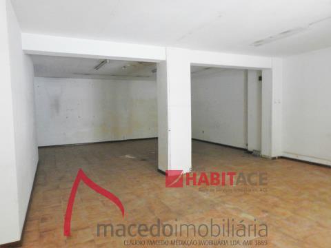 Loja para arrendamento em S. Vitor com 99.32m2