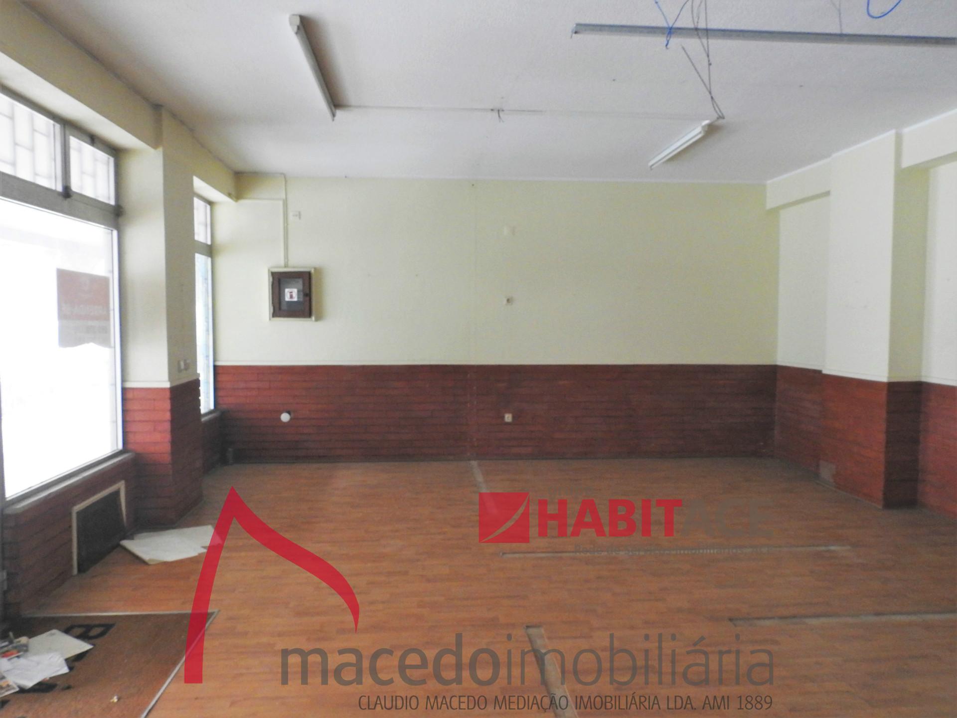 Loja para arrendamento em S. Vitor com 94.71m2