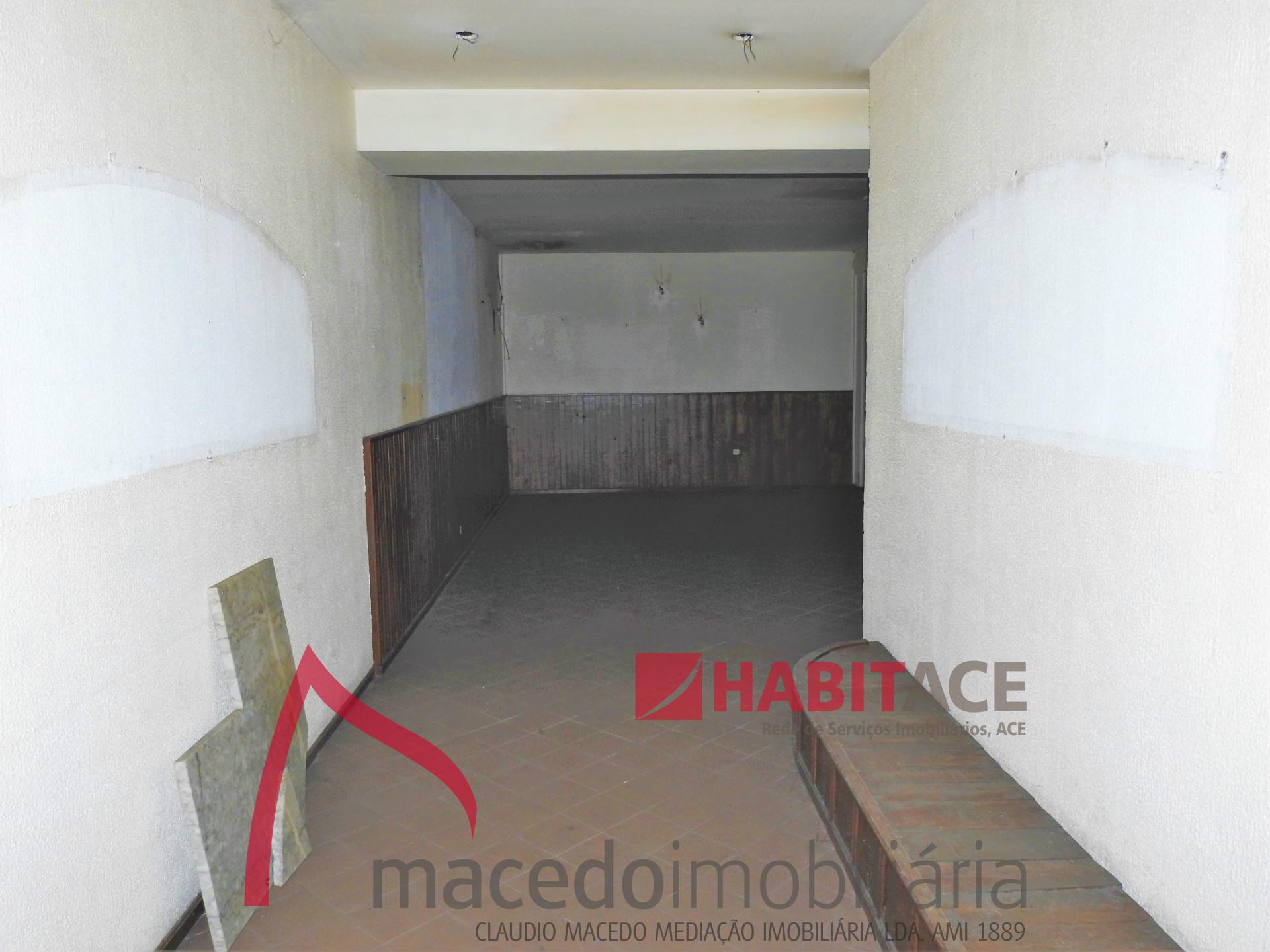 Loja para arrendamento em S. Vitor com 114m2