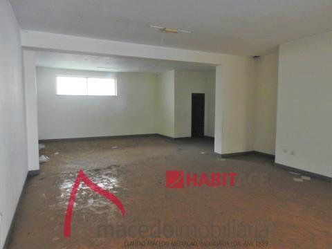 Loja para arrendamento em S. Vitor com 75m2