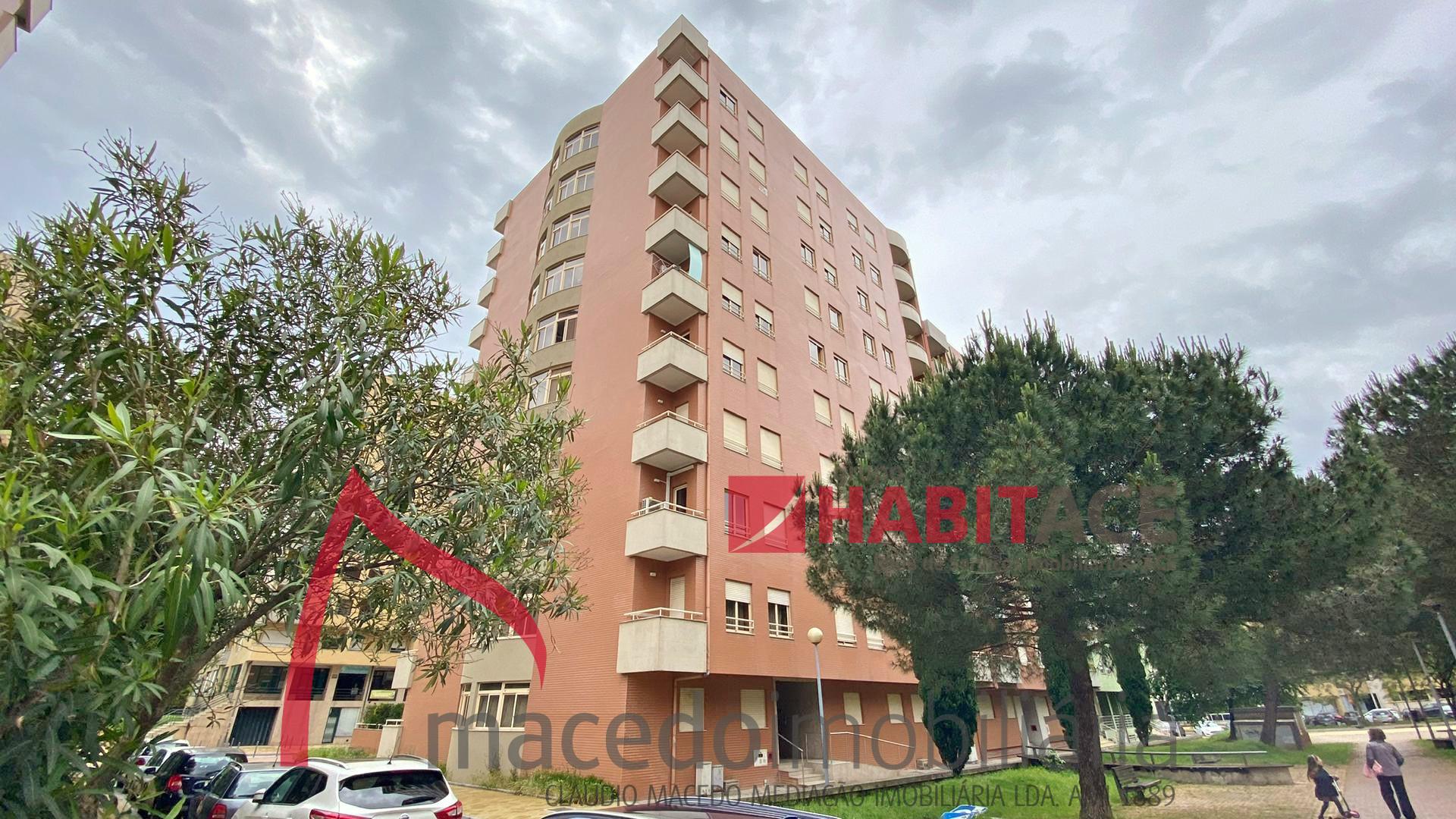 Apartamento T3 remodelado para venda em S. Vitor, zona da Makro