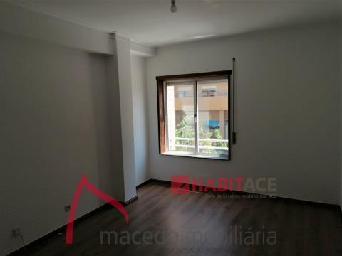 Amplo apartamento T3  para arrendamento no centro da cidade