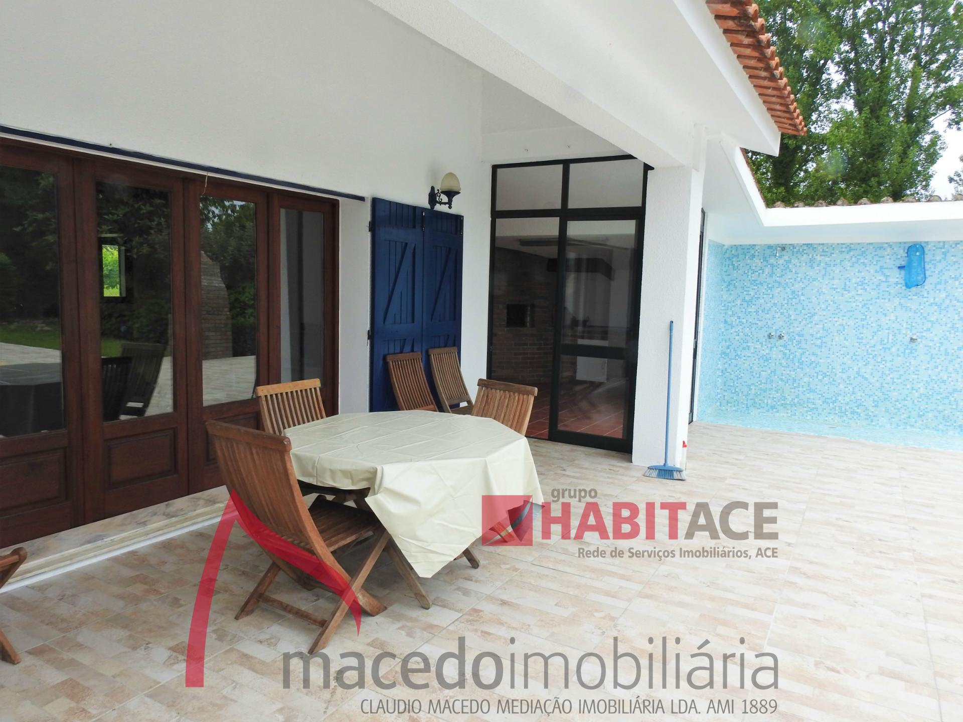 Moradia individual com piscina para arrendamento em Panoias, Braga