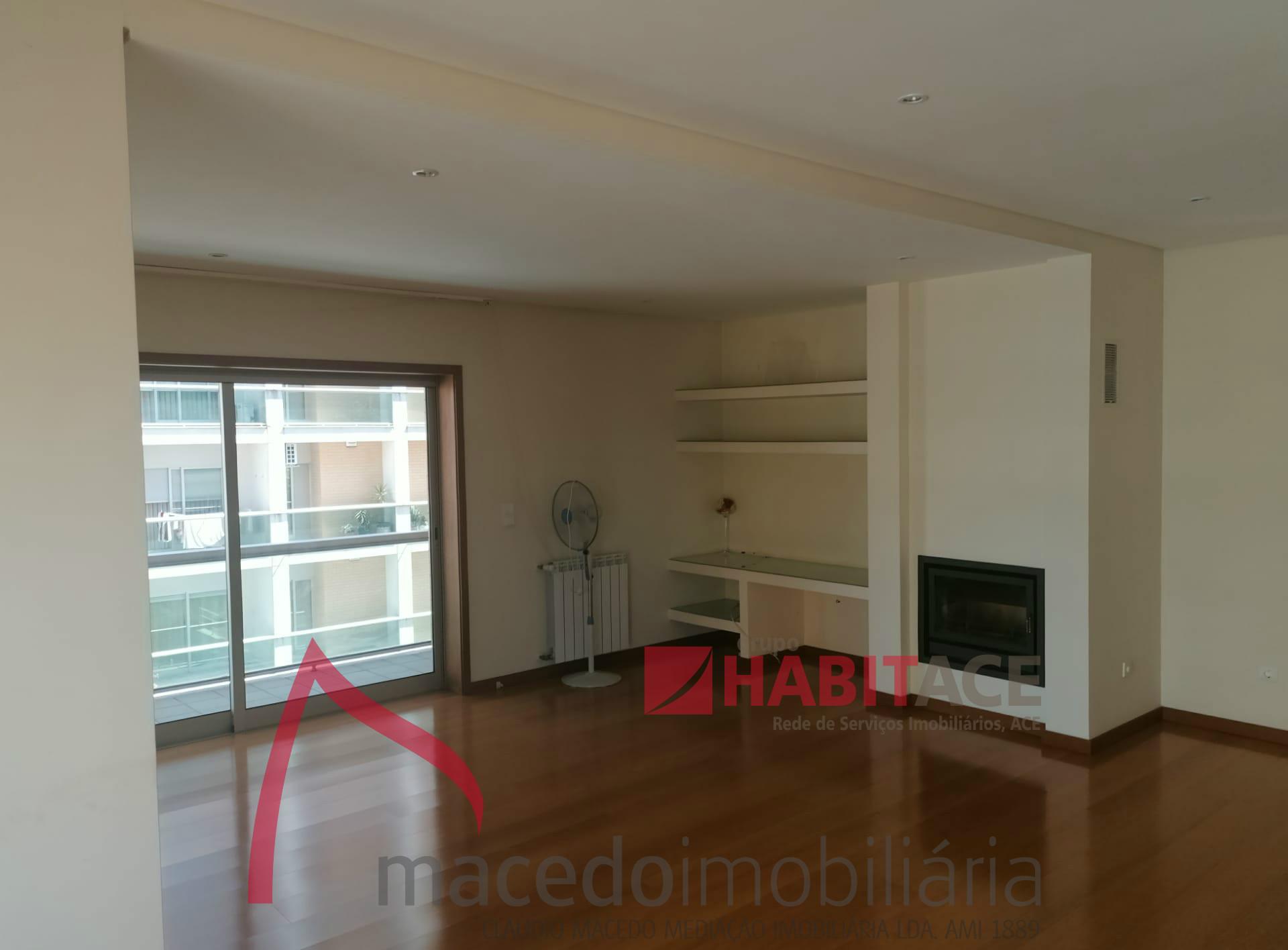 Apartamento T4 Luxo em Nogueira, Braga