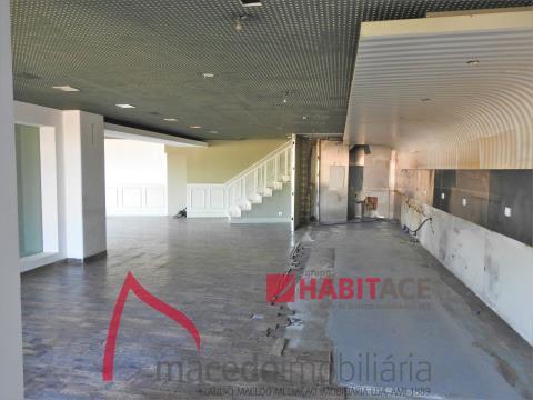 Loja para arrendamento ao lado da Universidade do Minho com 2 pisos - 210m2