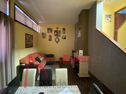 Moradia gaveto T3 para venda em Nogueira