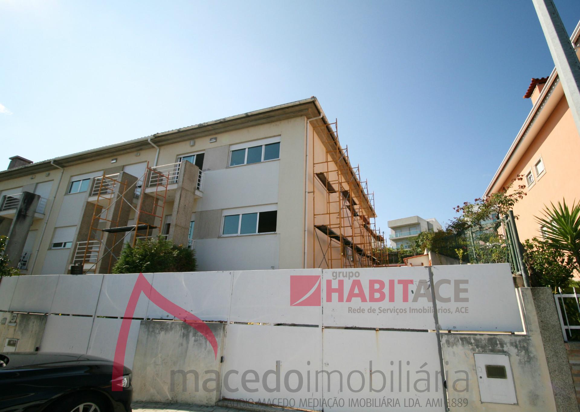 Moradia Gaveto T3 para arrendar em Palmeira, Braga