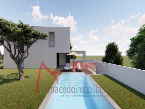 Maison individuelle T3 en construction à Merelim avec piscine.