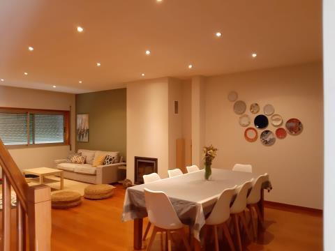 Casa de 3 dormitorios en venta en Palmeira - Braga