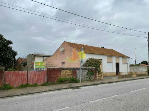 Moradia T2 c/ garagem e terreno no Paião