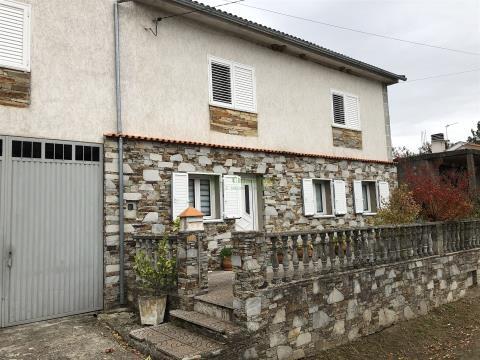 Maison dans village 5 Chambre(s)