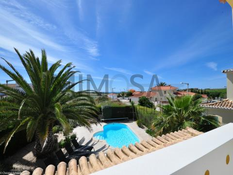 4 bedroom villa, close to the D.Ana beach, and views of Ponta da Piedade