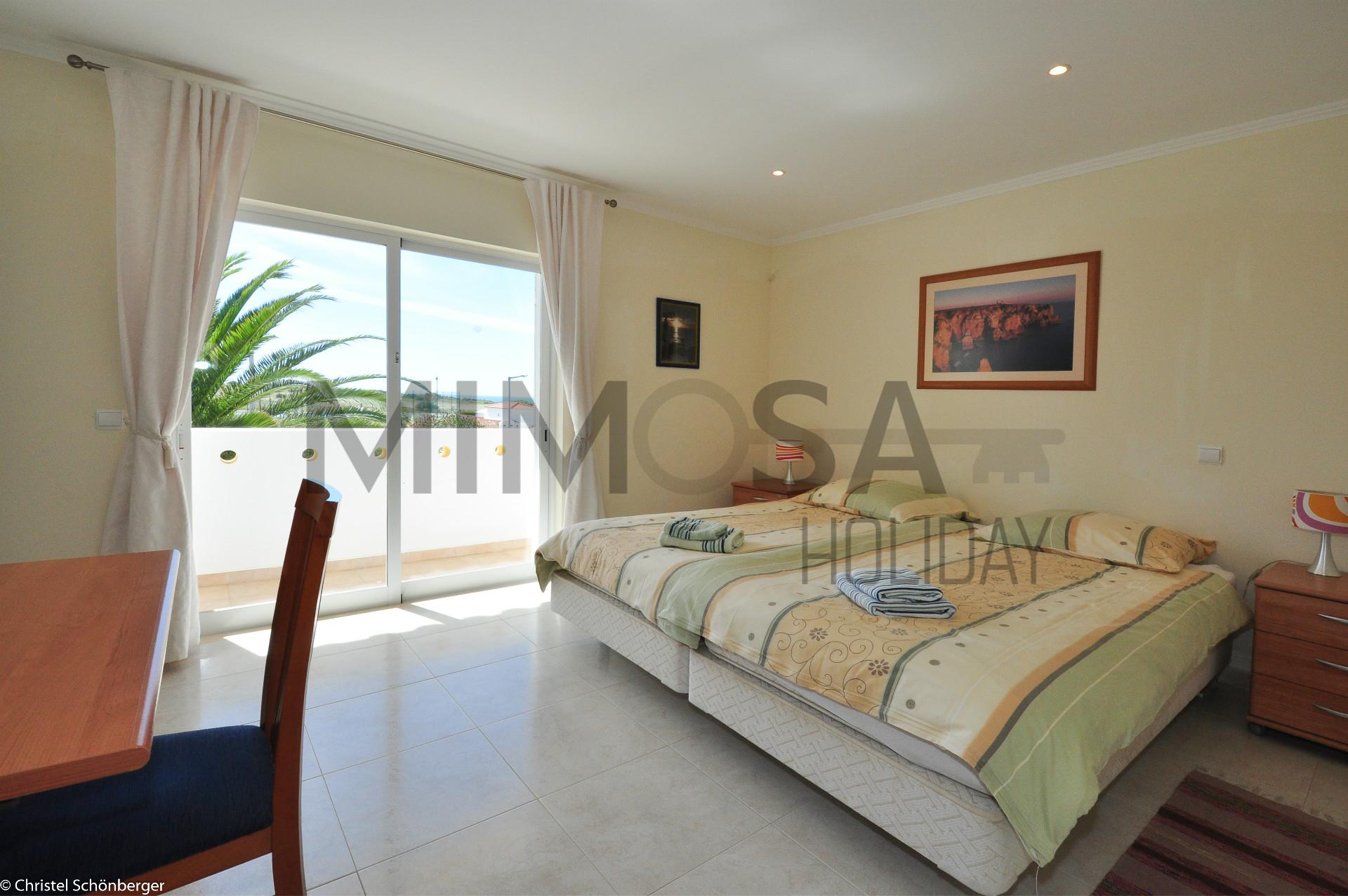 4 Schlafzimmer Villa, in der Nähe des D.Ana Strandes und Blick auf Ponta da Piedade