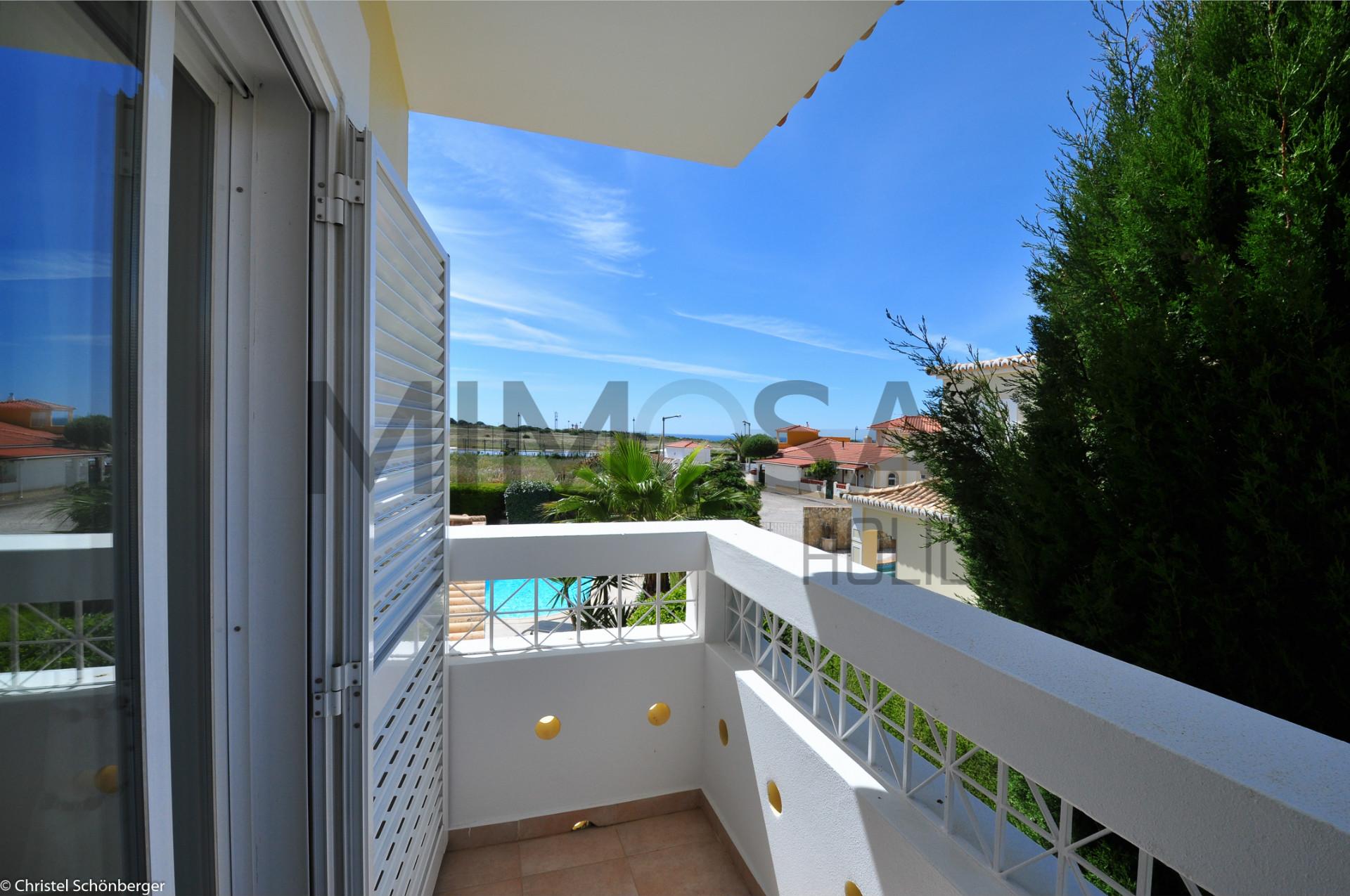 Villa met 4 slaapkamers, dicht bij het strand D.Ana en uitzicht op Ponta da Piedade