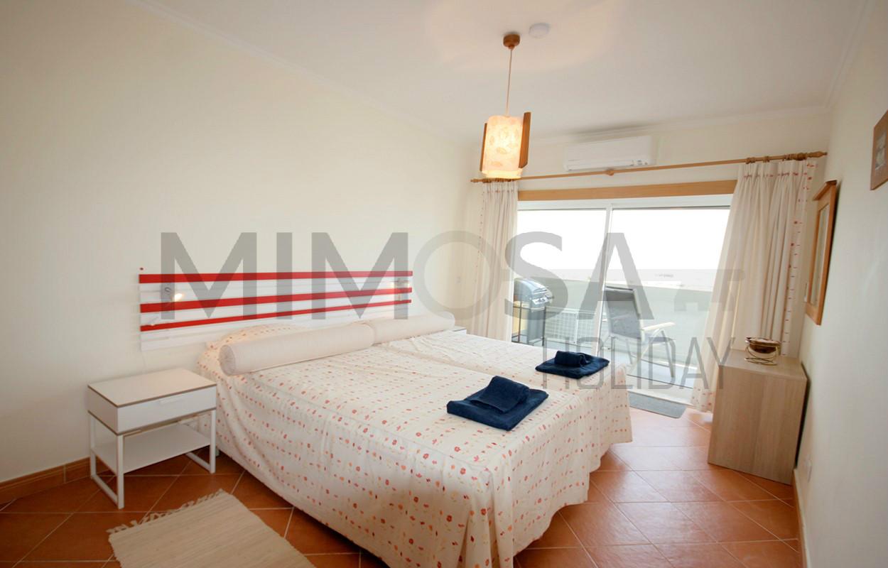 Bellissimo appartamento con una camera da letto con piscina e vista mare a Lagos