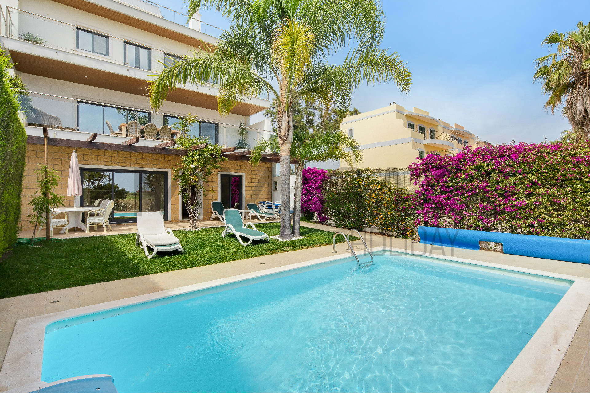 Mooie vier slaapkamer villa met zwembad vlakbij het strand en de Marina van Lagos