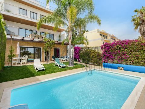 Bonita moradia de quatro quartos com piscina perto da praia e Marina de Lagos