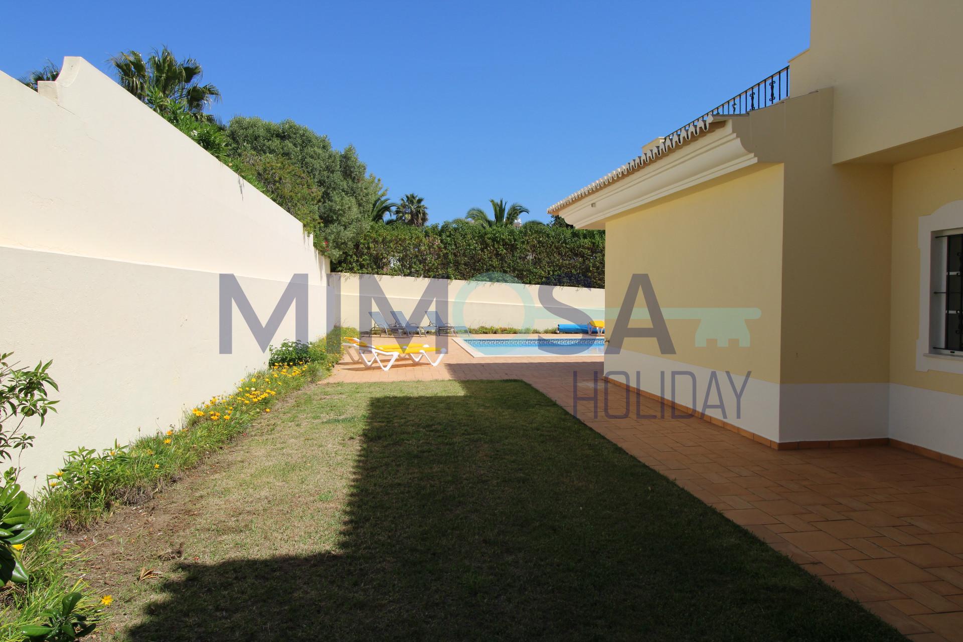 Fabulosa Moradia V4 com piscina na bonita zona da Praia da Luz