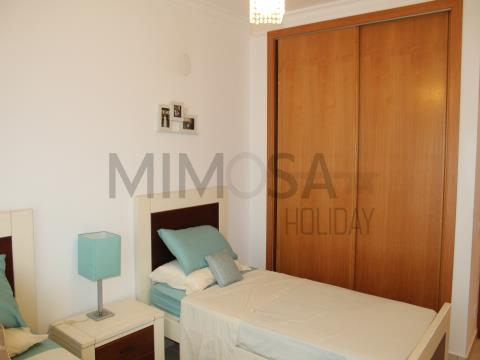Charming two bedroom apartment with swimming pool, just steps from the beach of Meia Praia