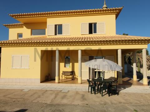 Maravillosa tres dormitorios casa de vacaciones cerca de la playa de Meia Praia en Lagos